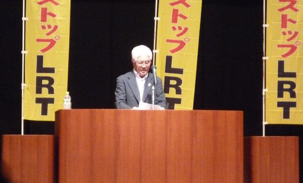 あいさつに立つ上田憲一代表