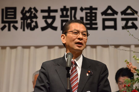 あいさつに立つ大畠章宏民主党幹事長