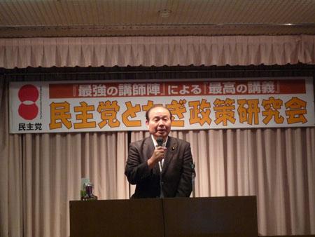 主催者代表あいさつする福田昭夫県連代表