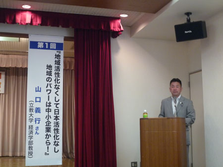 司会・進行を務める松井正一県連幹事長