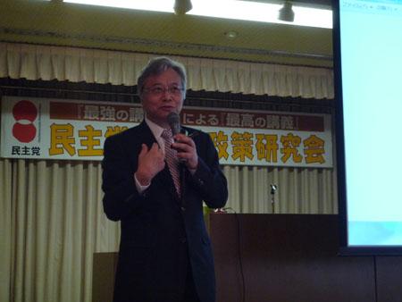 講演する山口義行教授