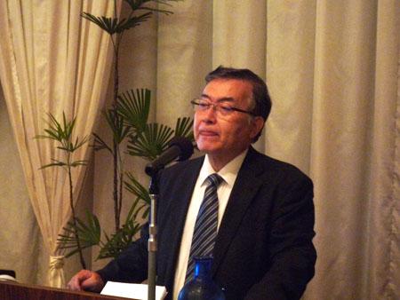 講演する柴田明夫さん