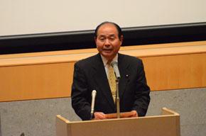 主催者を代表しあいさつする福田昭夫県連代表