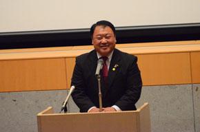 開会宣言を行う加藤正一県連副幹事長