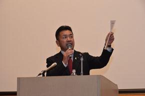 集会決議を提案する松井正一県連幹事長
