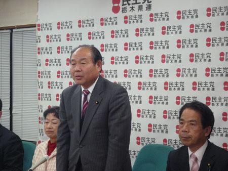 統一地方選挙に挑む意気込みを語る福田代表(中央)