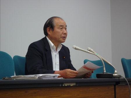 会見する福田昭夫県連代表