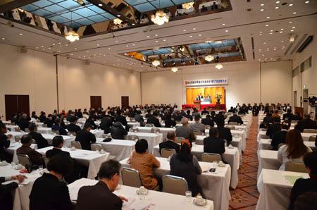 出席する県連役員と代議員