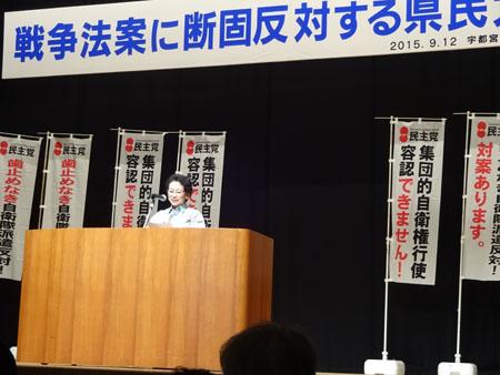 声明文を読み上げる平木ちさこ県議会議員